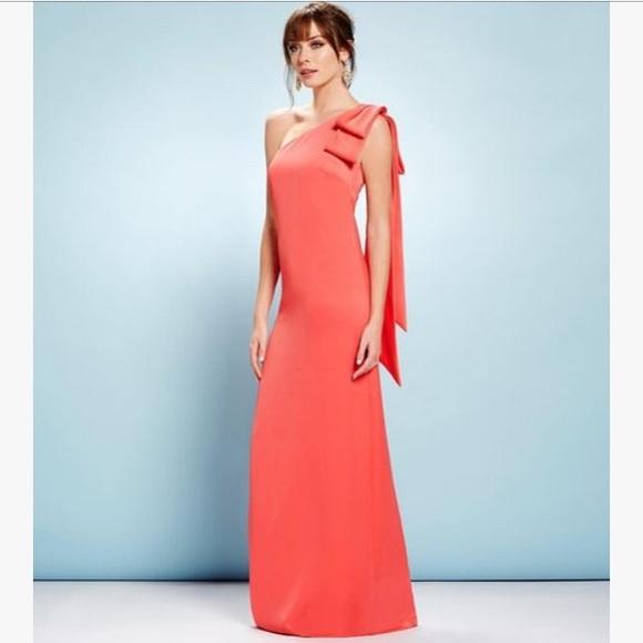 65dbb9efd3d0 Nicole Miller One Shoulder Bow Crepe Gown. M 5a3891956bf5a6c35a011157